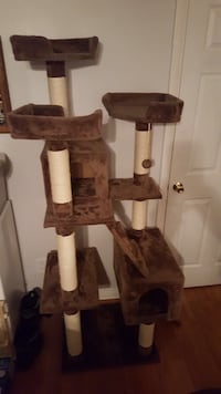 Brown and beige cat tree Northglenn, 80233