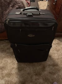 Large suitcase great condition  Amarillo, 79111