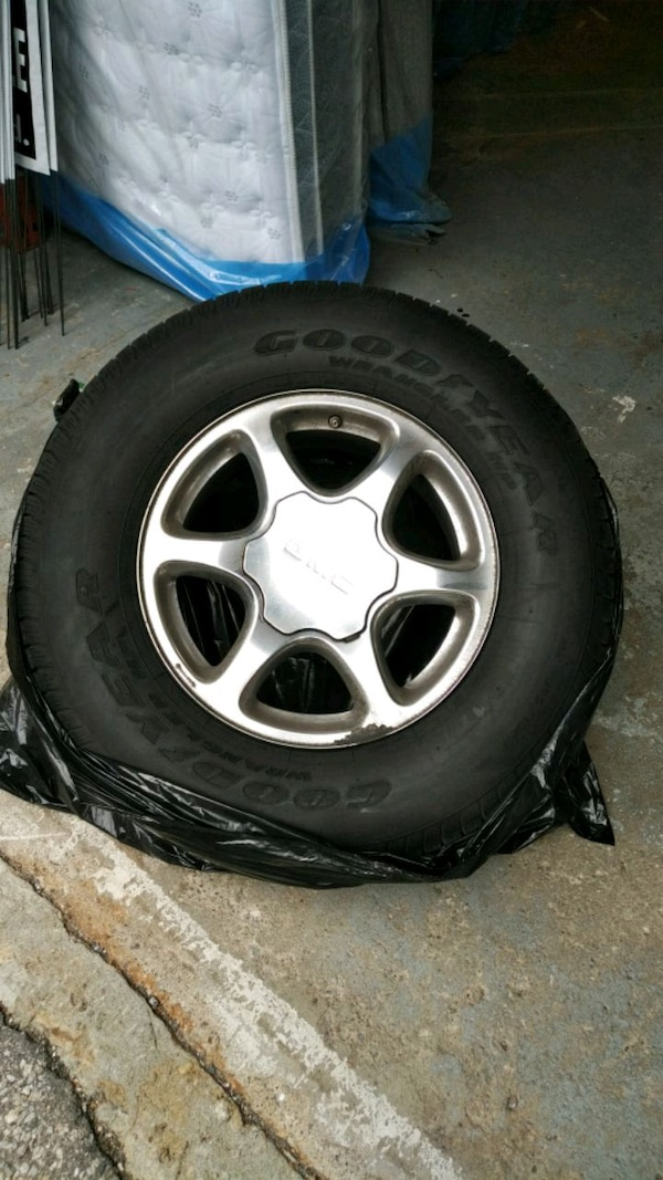 GMC yukon Denali Rims with tire polished