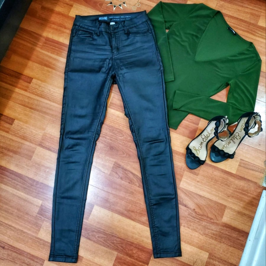 COATED ANKLE SKINNY JEANS
