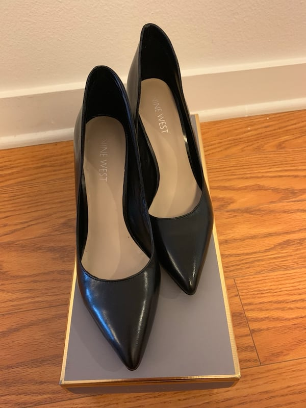 Nine West Black pumps in size 5 BRAND NEW 2f296bf6-53be-409d-af52-527900c663b7
