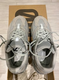 Yeezy 700 Size 9.5 North Vancouver, V7M