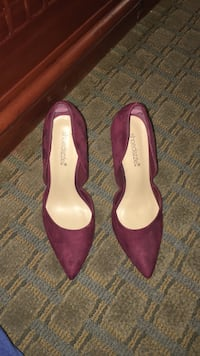 Pair of purple suede pointed-toe heels Barstow, 92311
