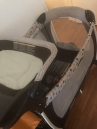 white and black travel cot Beltsville, 20705