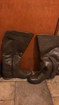pair of brown leather boots Washington, 20017