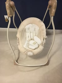Baby's brown and white portable swing chair Woodbridge, 22191