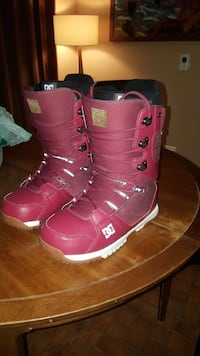 Pair of red dc leather snowboard boots. Size 10.5 Vancouver, V6E 1R5