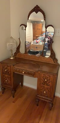 Antique vanity Fairfax Station, 22039