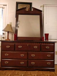 Like new dresser with 7 drawers and big mirror in  33 km
