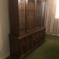 Two pice dining hutch.  Excellent condition Toronto, M4W 1H7