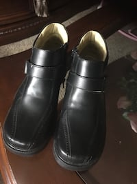 pair of black leather slip-on shoes Houston, 77003
