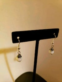 HANDCRAFTED WHITE FACETED EARRINGS  Chicago, 60630