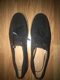 Clark men's shoes my son just worn one time for his grade it's in great condition ,size 10 black colour  North Vancouver, V7K 2H4