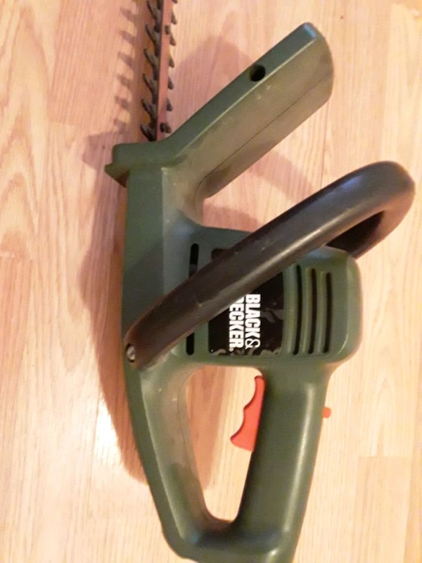 BLACK AND DECKER TREE CUTTER 2
