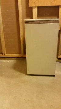 Mini fridge w freezer Regina