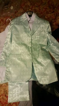 Kids suit size 14 Never worn.will deliver for free Thibodaux, 70301