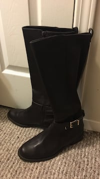 Pair of black leather knee-high boots Nanaimo, V9S 1B7