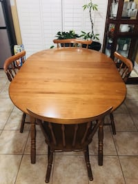 Solid maple wood dining room set  Mississauga, L5W 1J7