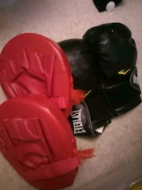 pair of black-and-red boxing gloves Mississauga, L4Z 4K1
