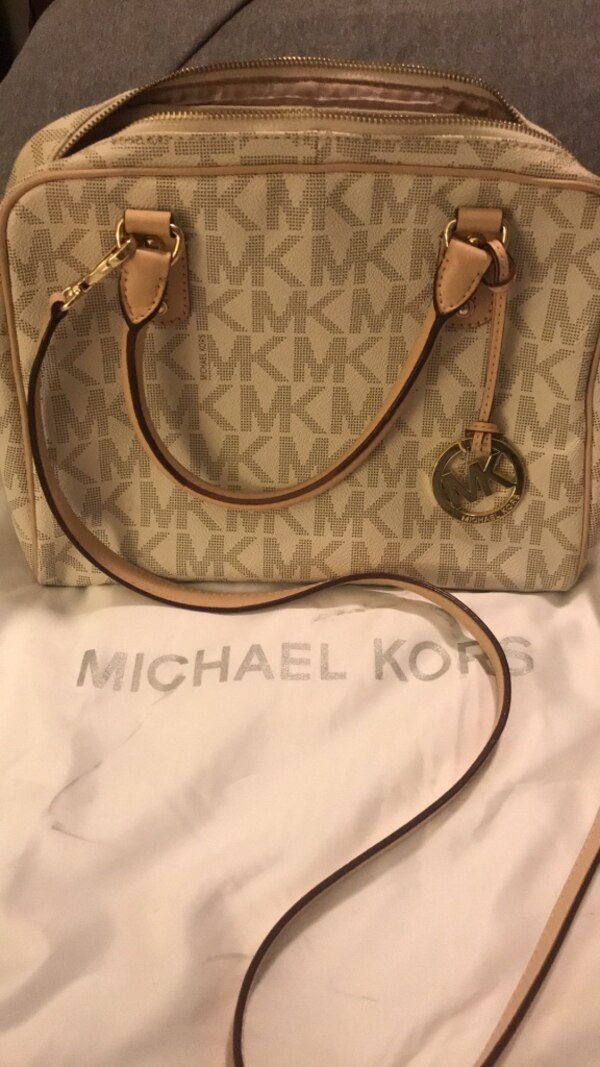 5ef22d3732 Used Michael Kors crossbody for sale in San Leandro - letgo