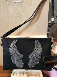 Beautiful !!!! Black Purse with Diamond Crystal Angel Wings Gainesville, 20155