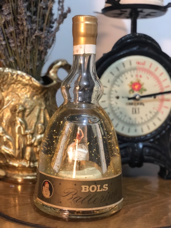 Bols Ballerina bottle from the 1960s with 24 carat gold trikes