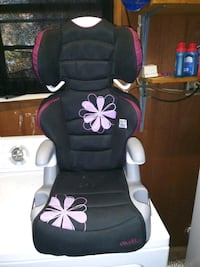 baby's black and pink Evenflo car seat Columbus, 31903