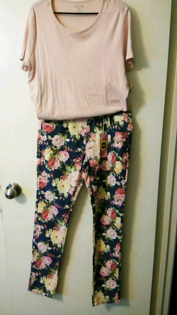 women's white and pink floral pants. Pants Size 15