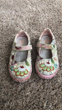 toddler's pair of white mary jane shoes Ashburn, 20148