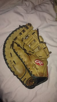 Left handed Rawlings First Basemens glove Modesto, 95354