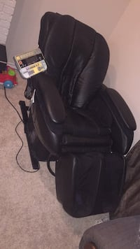 Black leather car seat carrier Calgary, T2A