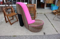 Pink shoe chair $125 Oshawa, L1H 4H2