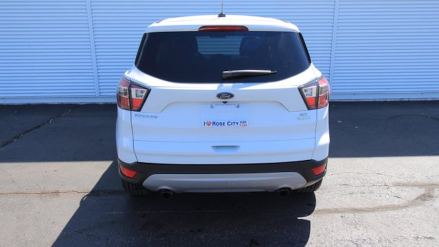 2017 Ford Escape SE / ACCIDENT FREE / BACK UP CAM / HEATED SEATS / 9bb06913-9e29-4e91-ae18-89a7ab62a101