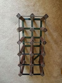 Wooden wine rack, has slight damage (see pics) Mississauga, L5A