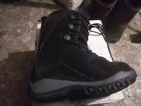 New  black snowboard boots size 6 Superior, 54880