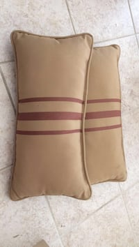 2 rectangle pillows Arlington, 22204