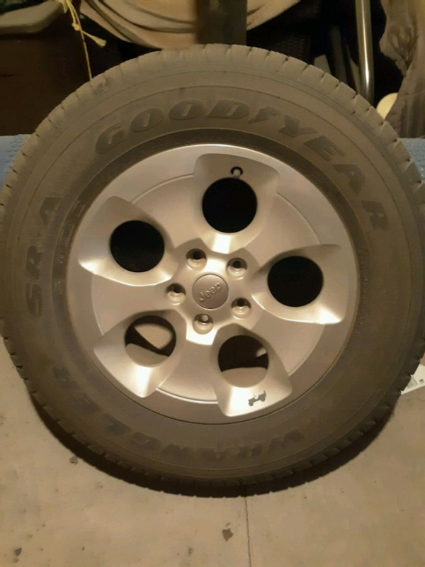 Jeep Rims And Tires >> 5 Factory 18 Jeep Rims W Tires