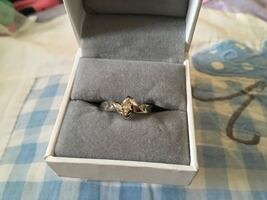10 kt gold diamond solitaire ring