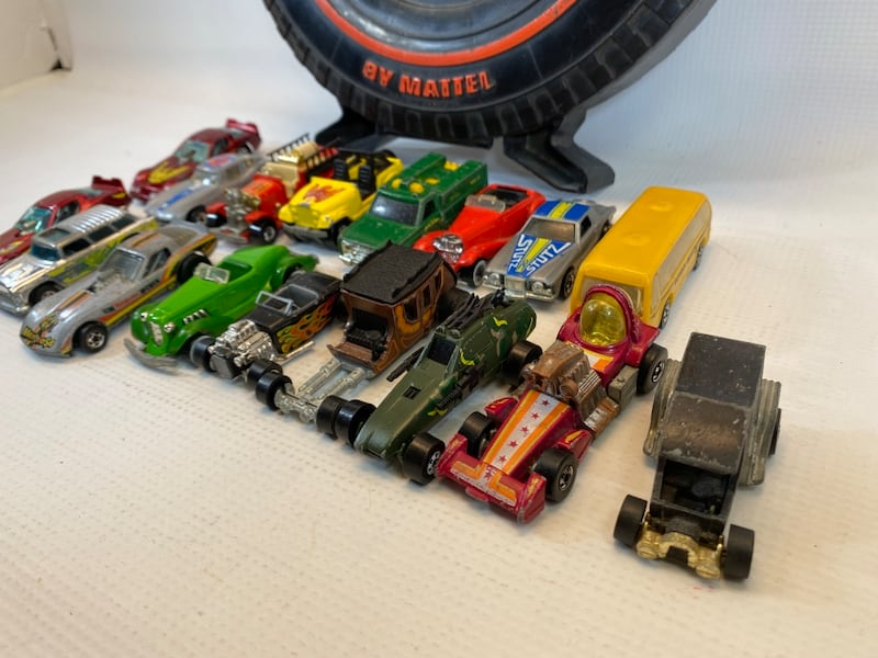 Vintage 1970/80s Hot Wheels 17 cars in Rally Case 2e916064-71ba-4505-a986-c2c2fcce8284