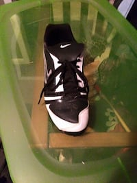 unpaired black-and-white Nike sneaker Chadbourn, 28431