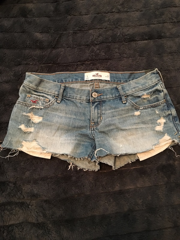 Holister jean shorts never worn, tag still on it 3de99873-caa2-47f0-99d9-9bbabfb2c7b5