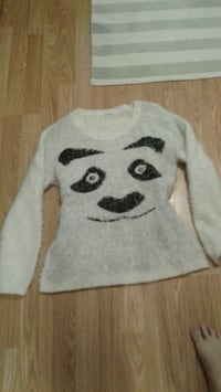 XL panda sweater.PICKERING Pickering, L1W 2K1