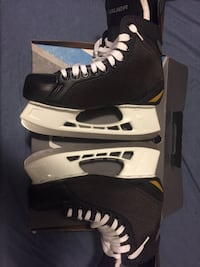 pair of black-and-white ice skates Mississauga, L4T 2P3