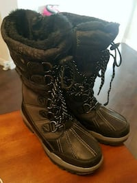 Womens black-and-gray boots Calgary, T3N 0E4