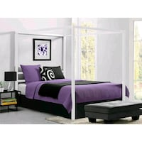 White metal queen bed frame  Lilburn, 30047