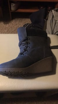 Pair of black suede boots Sioux Falls, 57106