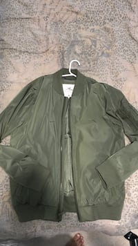 Medium Hollister Bomber - Worn once!! Mississauga, L5M 3Y2
