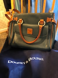 Dooney and Bourke large purse Hagerstown, 21742