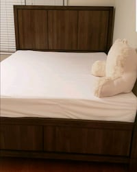 Queen bed frame  West Springfield, 22152