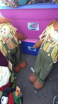 two scarecrow dolls Greenville, 27858